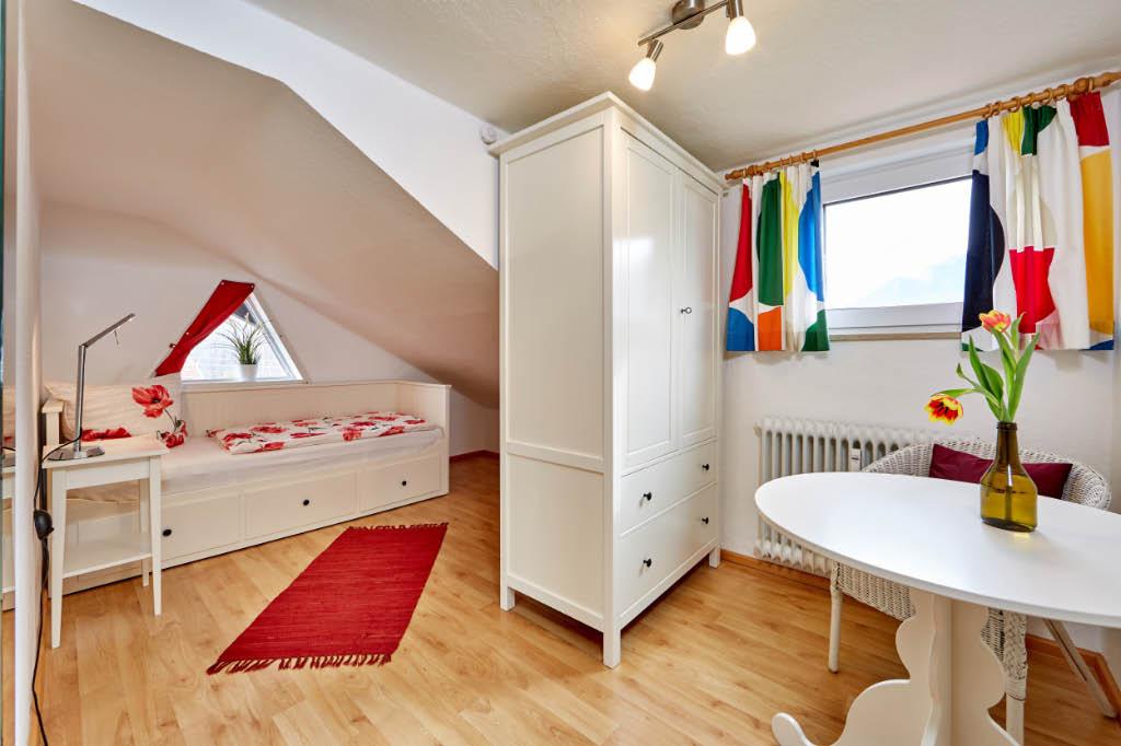 Einzelschlafzimmer mit Ausziehbett